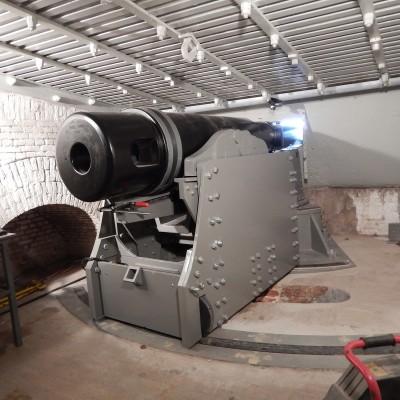 Fort Pannerden-Activiteiten-kanon replica in opbouw