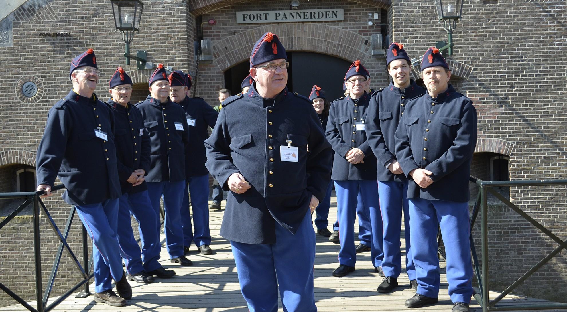 Fort Pannerden-Activiteiten-sterke verhalen met de gids mee